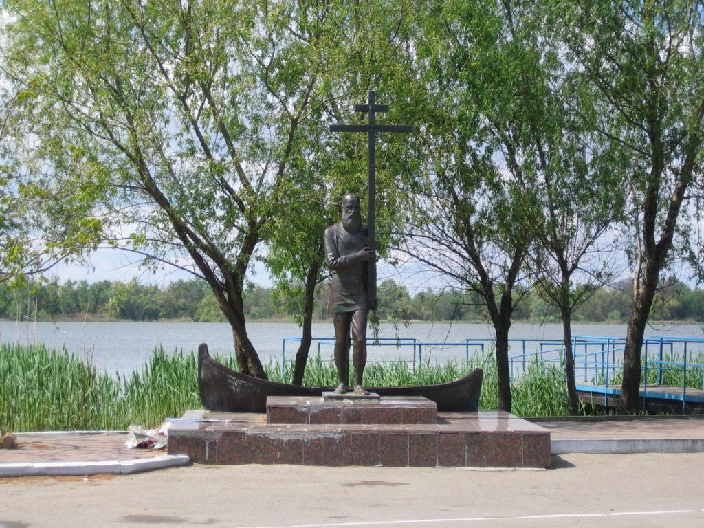 Памятник старообрядцу-липовану на морвокзале Вилково